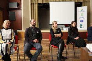 Arengufoorumil osalejad toolidel